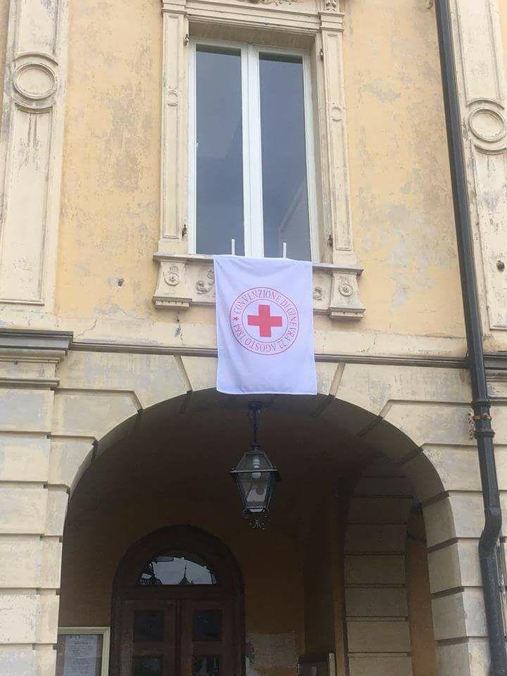 La Bandiera Della Croce Rossa Esposta Sui Municipi Dei Sei Comuni